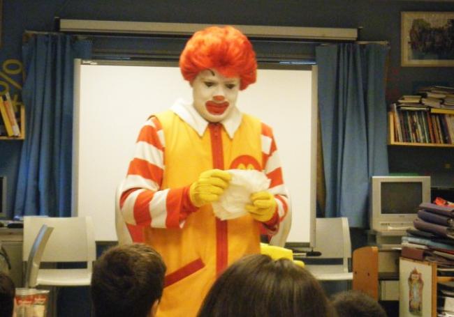 Ronald Mcdonald en plena actuación